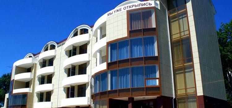 Отель «Морской клуб» в Небуге